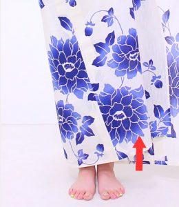 浴衣 着付け 簡単 自分でできる 下前の裾の端を少し上げる