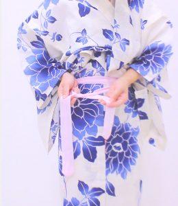 浴衣 着付け 簡単 自分でできる 腰ひもの結び方1